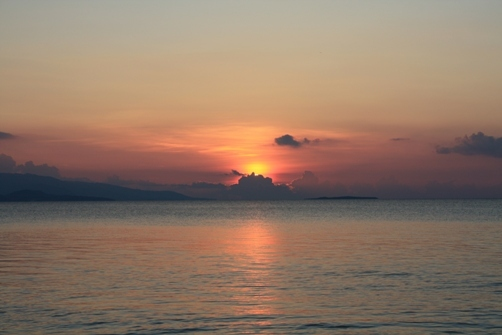 コンドイビーチの夕日 入り.jpg