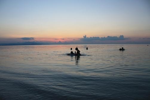 コンドイビーチの夕日 海遊び3.jpg